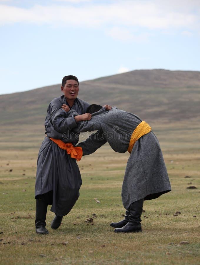 Het worstelen Praktijk in Naadam stock afbeelding