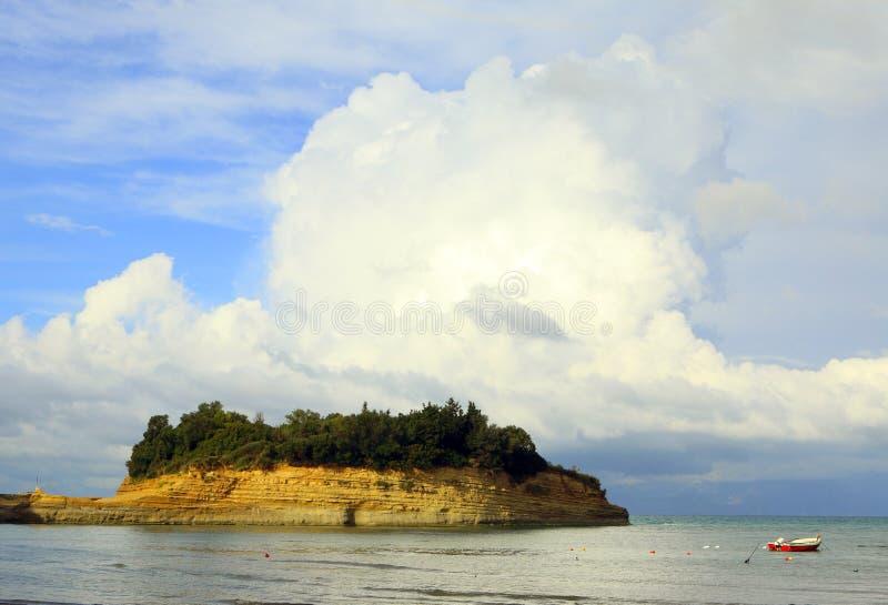Het zandsteen en de wolk van Sidari royalty-vrije stock afbeeldingen