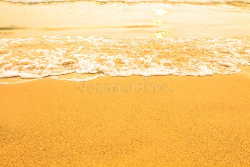 Het zandtextuur van het strand, zachte golf van het overzees kleur zuiverheid stock foto's