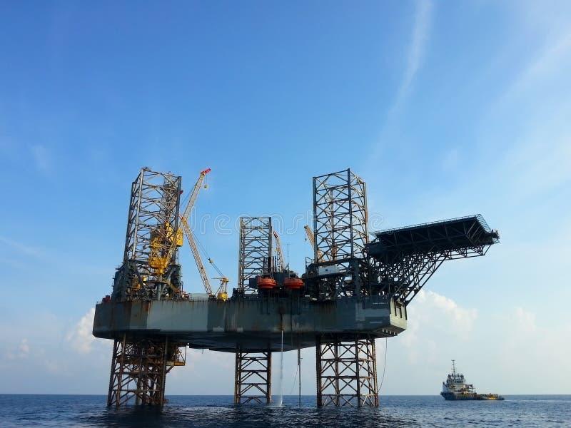Het zee platform van de booreilandboring royalty-vrije stock afbeeldingen
