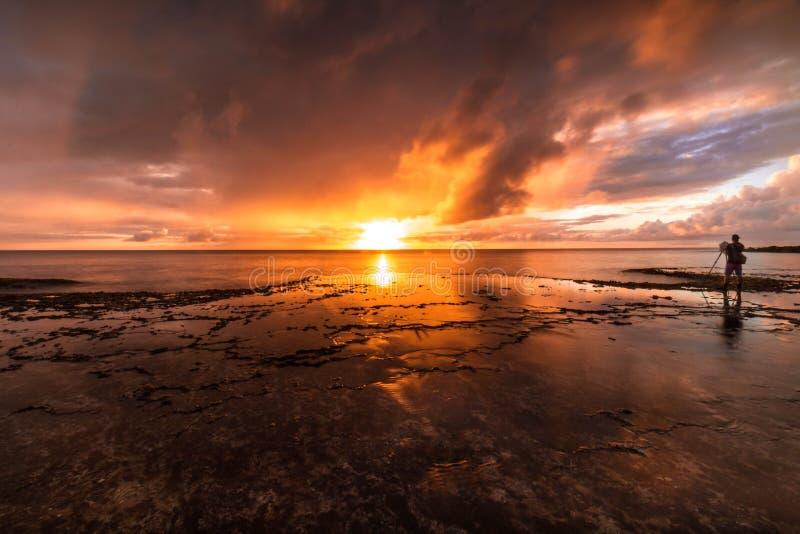 Het Zeegezichtzonsondergang van Hawaï, oranje hemel, landschap stock afbeeldingen