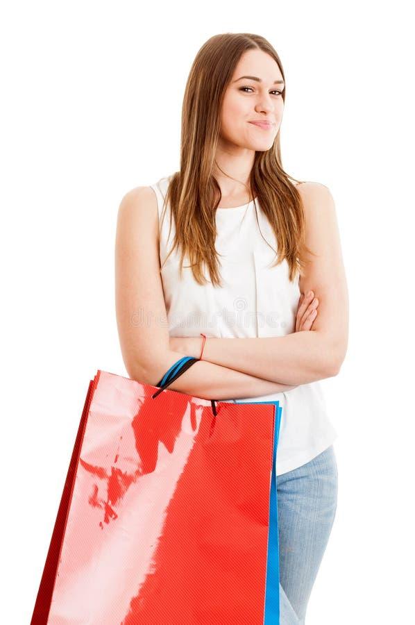 Het zekere vrouwelijke klant doen winkelend en zich bevindt met wapens stock foto