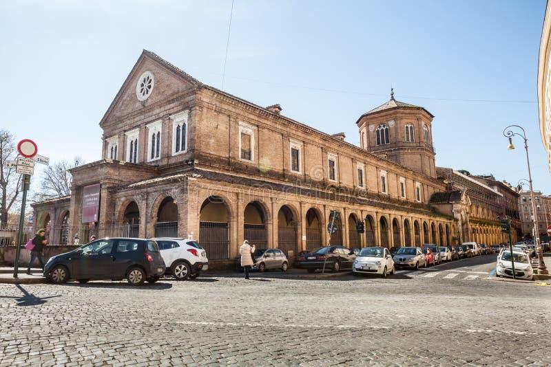 Het ziekenhuis van de complexe Heilige Geest Mooie oude vensters in Rome (Italië) stock foto