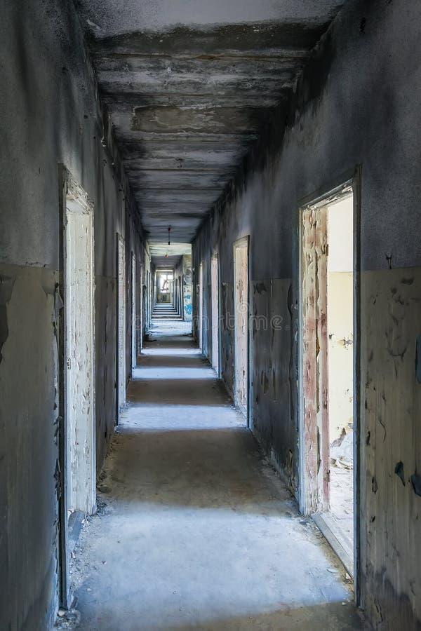 Het ziekenhuisgang in Skrunda, Letland stock foto's