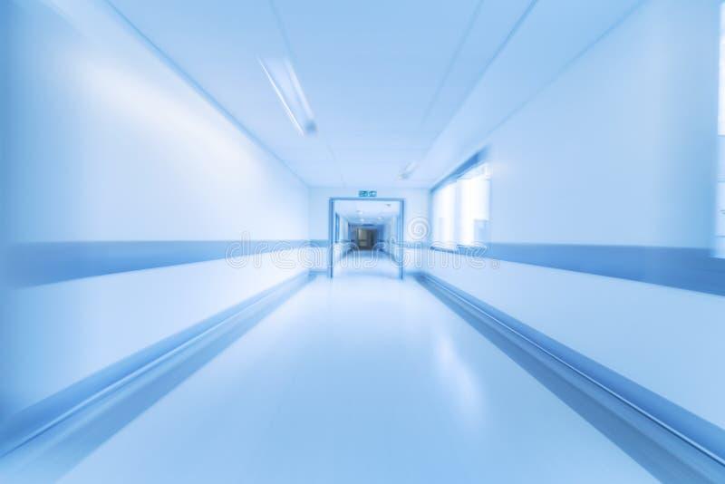 Het Ziekenhuisgang van het motieonduidelijke beeld stock afbeeldingen