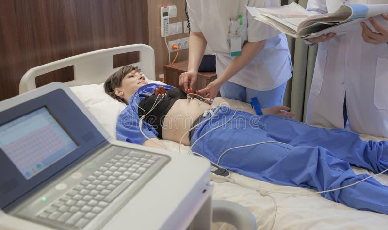 Het Ziekenhuispatiënt van cardiograafsensoren stock fotografie