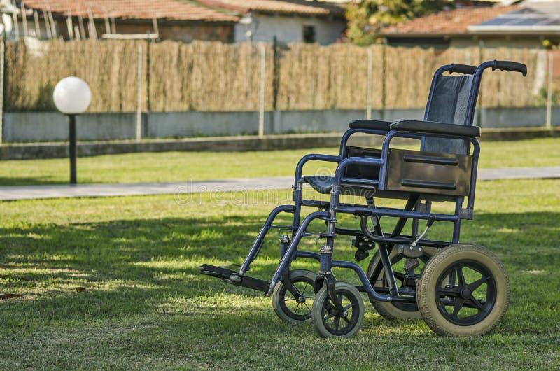 Het ziekenhuisrolstoelen in een homecarefaciliteit stock foto's