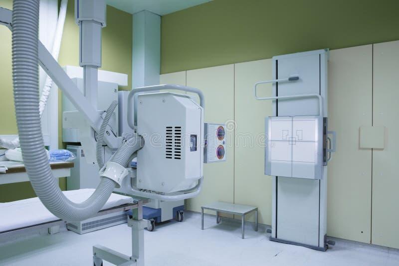 Het ziekenhuisruimte met een klassiek x-ray systeem royalty-vrije stock afbeeldingen