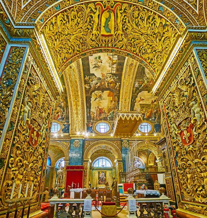 Het zijaanzicht over Groot Altaar van St John Co-Kathedraal, Valletta, Malta royalty-vrije stock foto's