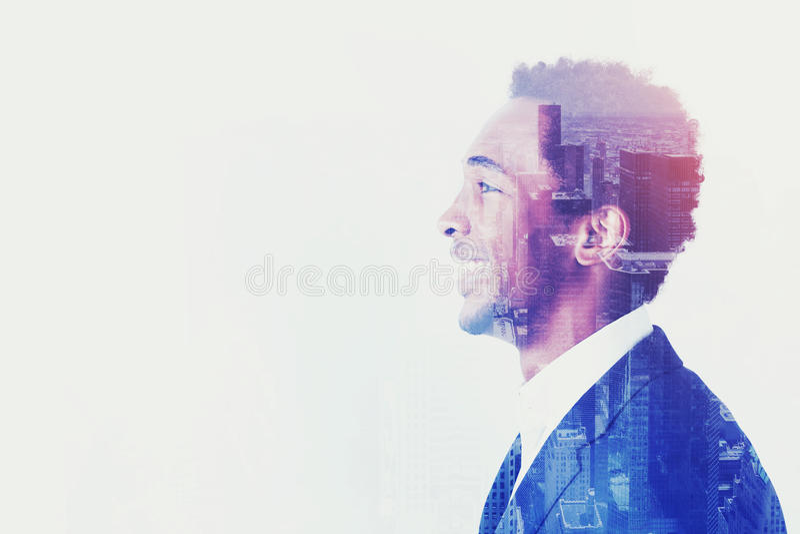 Het zijaanzicht van Afrikaanse zakenman, ziet vooruit eruit royalty-vrije stock foto's