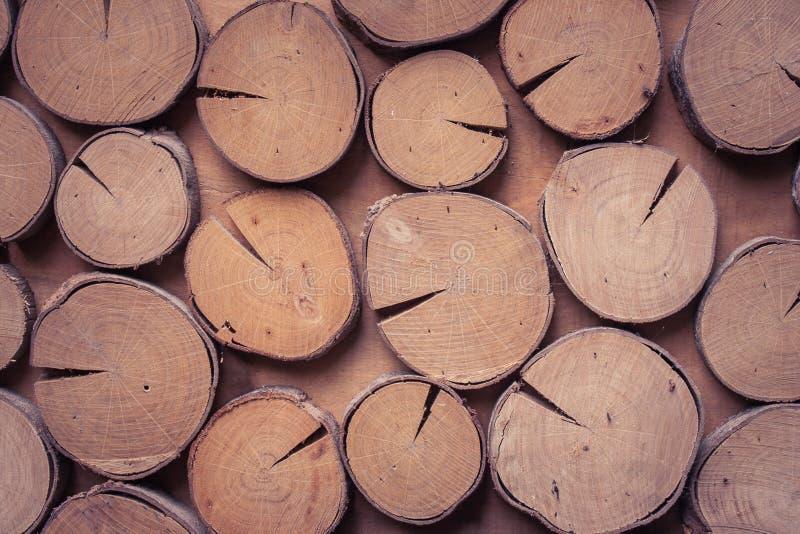 Het zijaanzicht van textuur om hout verfraait op houten muur stock foto's