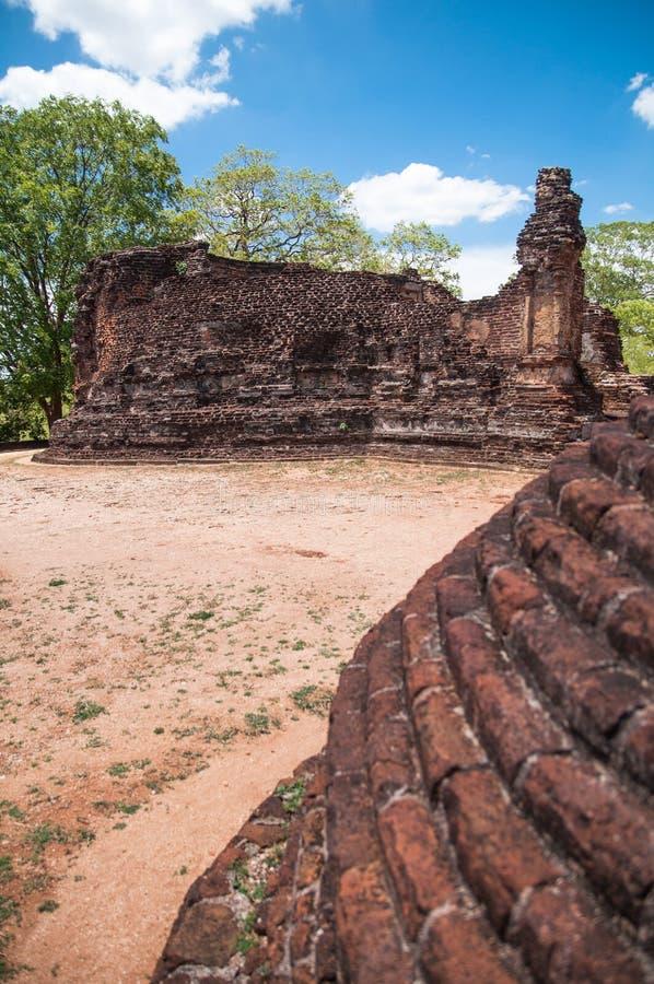 Het zijaanzicht van Vihara van Potgul in oude stad van Polonnaruwa, Sri Lanka royalty-vrije stock foto's