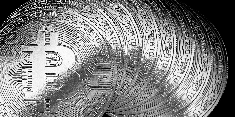 Het zilveren symbool bitcoinscryptocurrency geïsoleerde achtergrond van Internet royalty-vrije illustratie