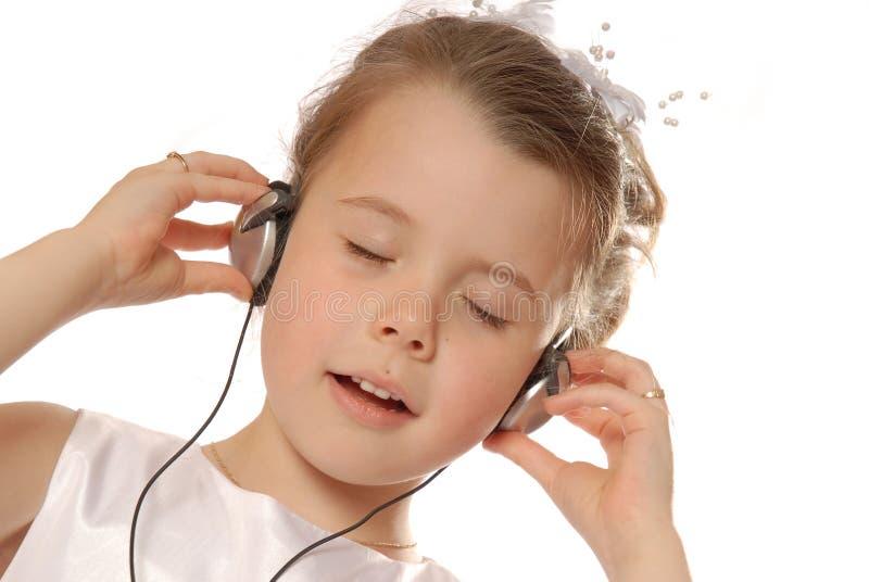 Het zingen aan muziek stock foto's