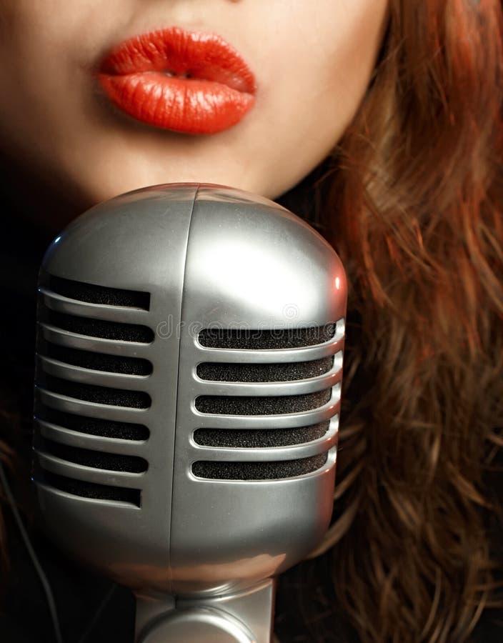 Het Zingen van de vrouw royalty-vrije stock afbeeldingen