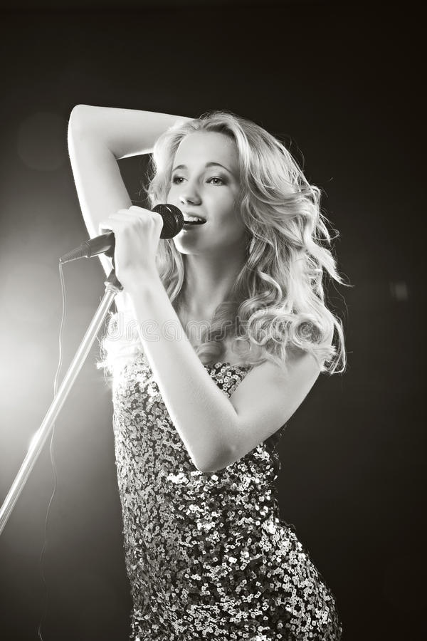 Het zingende meisje royalty-vrije stock foto's