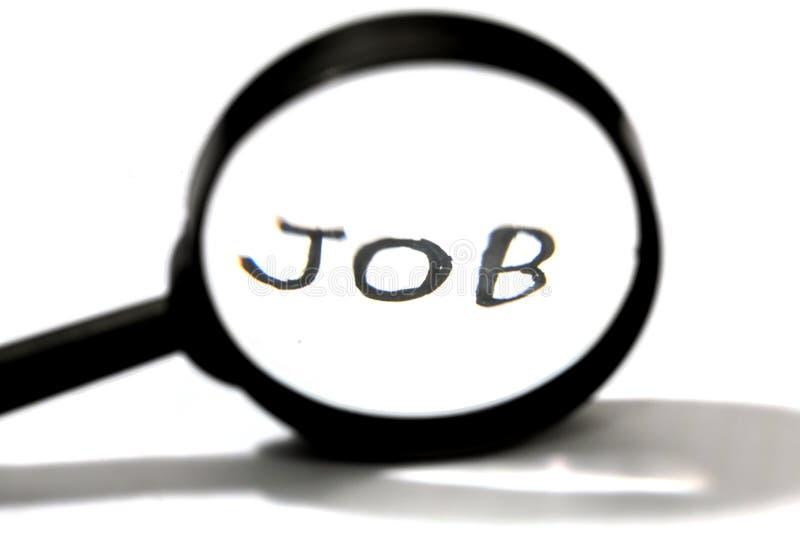 het zoeken van een baanconcept, een vergrootglas en een handschriftwoord stock foto's