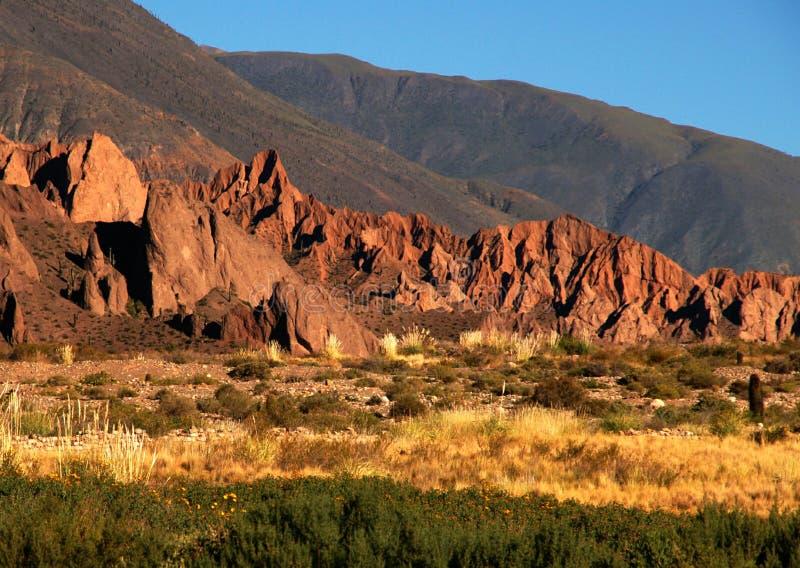 Het zonlicht van de avond op bergen royalty-vrije stock afbeelding
