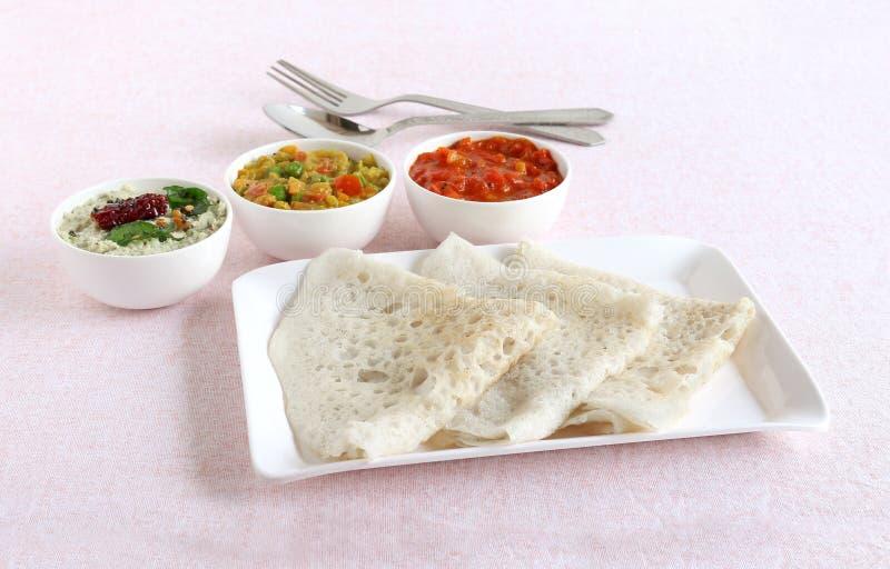 Het Zuiden Indisch Vegetarisch Ontbijt van Neerdosa royalty-vrije stock afbeelding