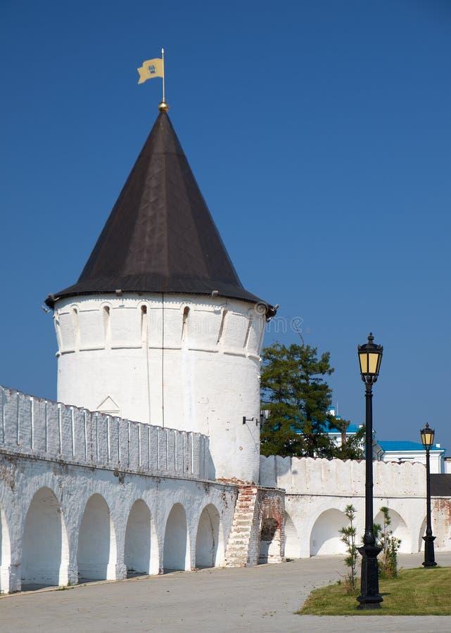 Het zuiden om toren van Tobolsk het Kremlin Tobolsk Rusland stock afbeelding