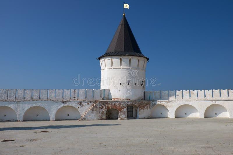 Het zuiden om toren van Tobolsk het Kremlin Tobolsk Rusland stock afbeeldingen