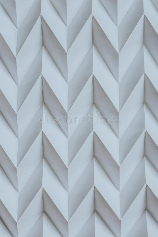 Het zwart-wit abstracte natuurlijke document gevouwen futuristische patroon van de origamifiguurzaag stock afbeelding