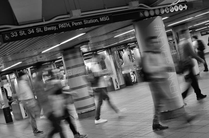 Het zwart-witte Beeld van de Metropost van de Stads Bezige Mensen Overvolle Post van New York royalty-vrije stock afbeelding