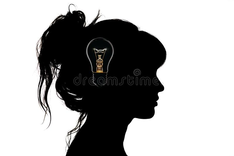Het zwart-witte silhouet van het portretprofiel van een mooie jonge vrouw met een kapsel op haar hoofd royalty-vrije stock afbeeldingen