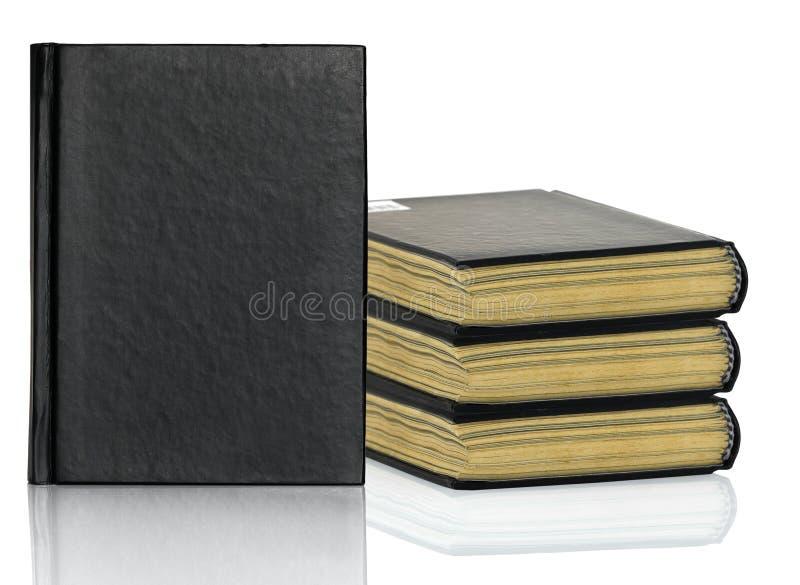 Het zwarte boek legt met schaduw op witte achtergrond royalty-vrije stock afbeeldingen