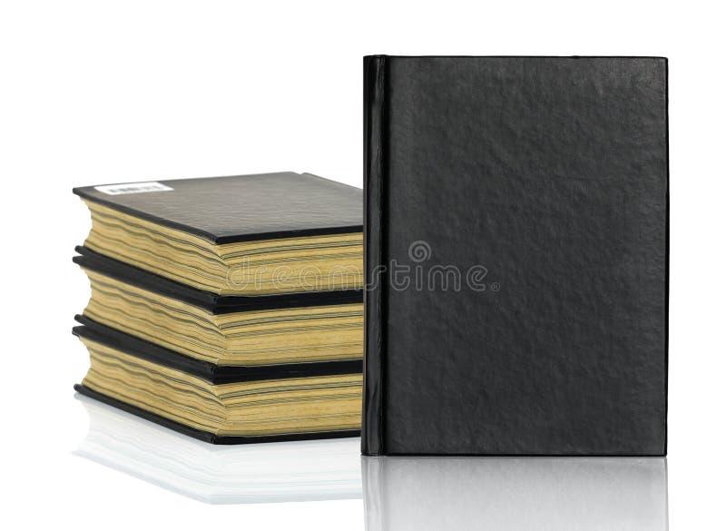 Het zwarte boek legt met schaduw op witte achtergrond stock foto