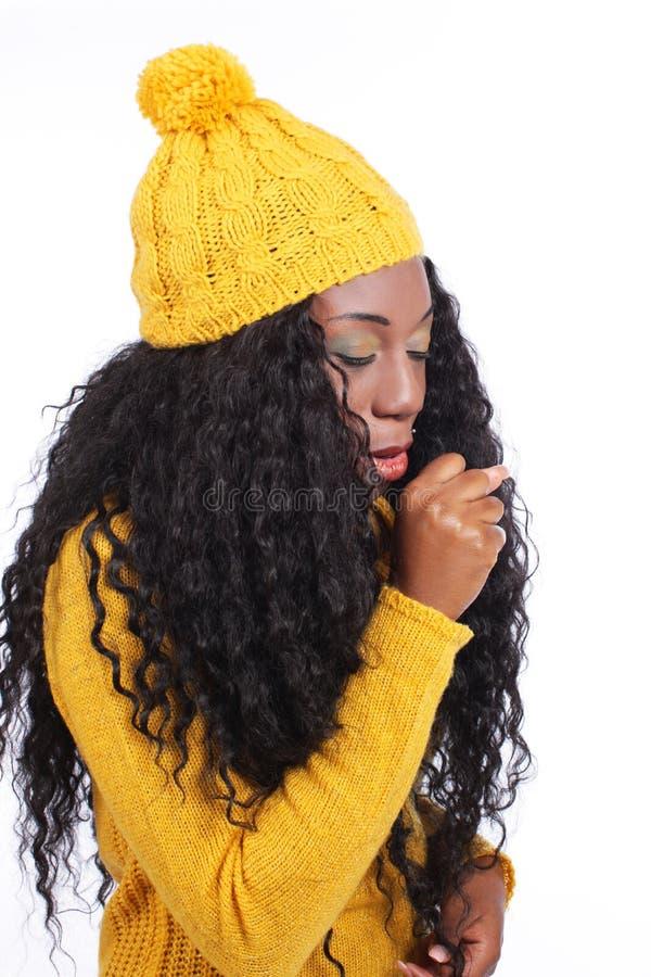 Het zwarte jonge vrouw hoesten stock fotografie