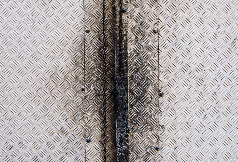 Het zwarte Oude vuile patroon van de de deuroppervlakte van het aluminiummetaal in grijs stock fotografie