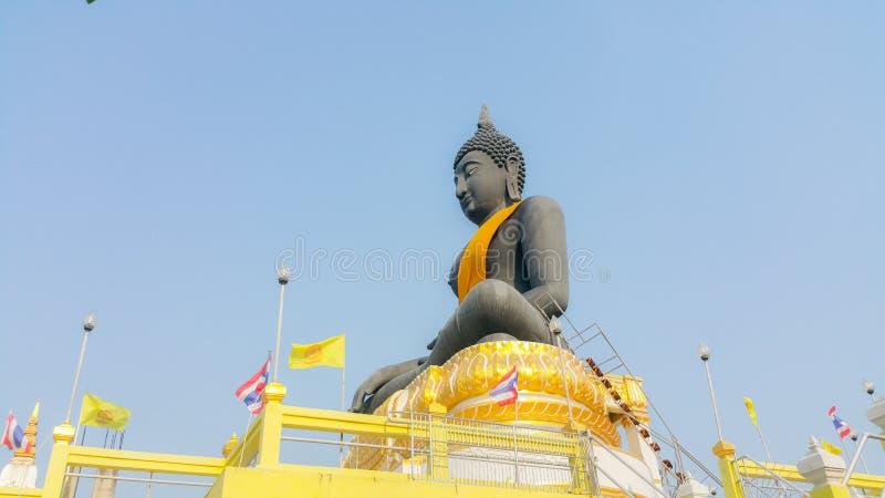 Het zwarte standbeeld van Boedha in Suphanburi, Thailand royalty-vrije stock afbeeldingen