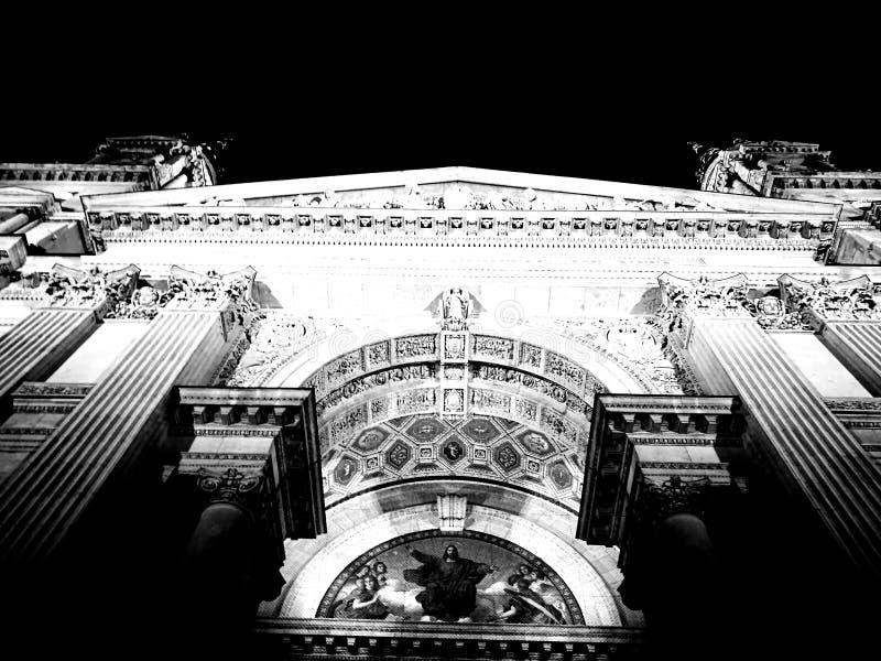 Het zwarte wit van de kathedraalbasiliek royalty-vrije stock afbeeldingen