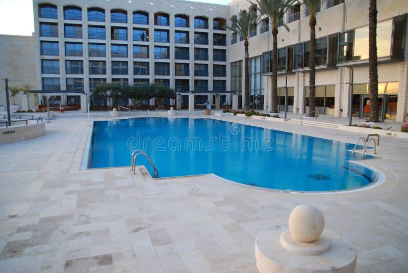 Het zwembad van het hotel stock afbeelding