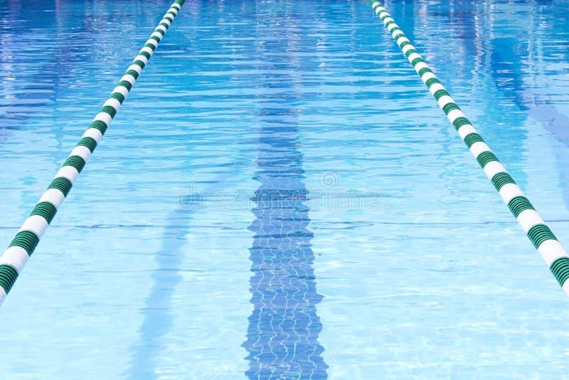 Het Zwembad zwemt Stegen stock foto's