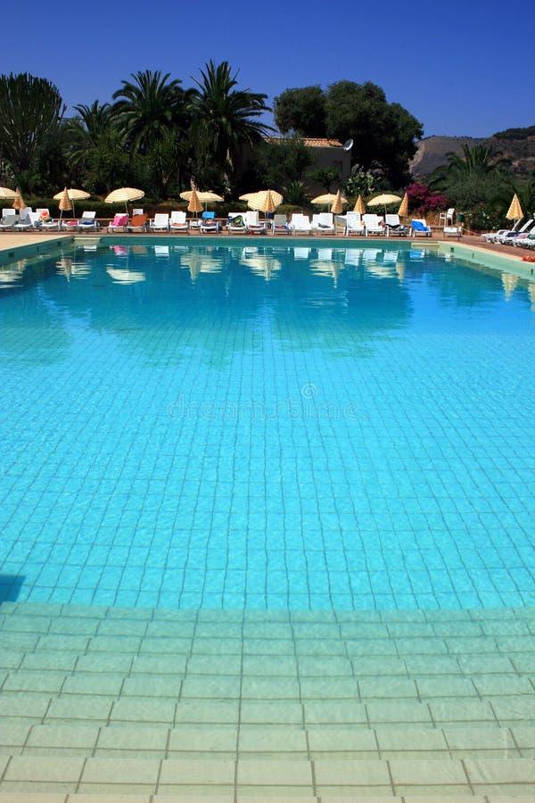 Het zwembadscène van de toevlucht royalty-vrije stock foto's