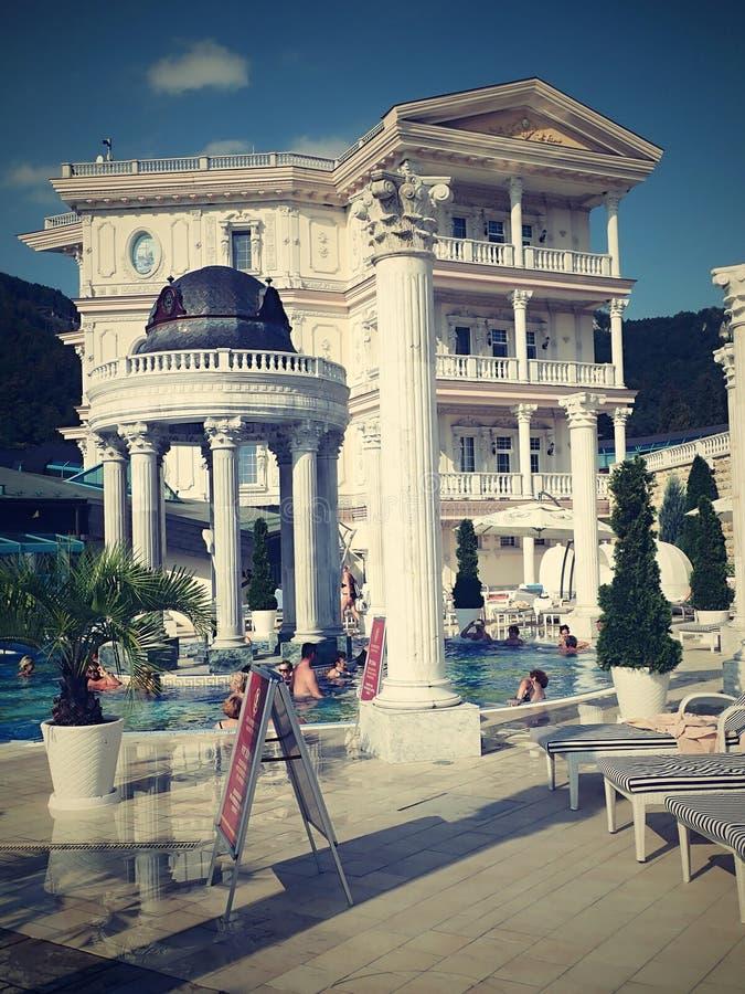 Het zwemmen in romantische baden van mooie waterfalls-Aphrodite Spa Rajecke Teplice wordt gevestigd in het midden van de schilder royalty-vrije stock fotografie