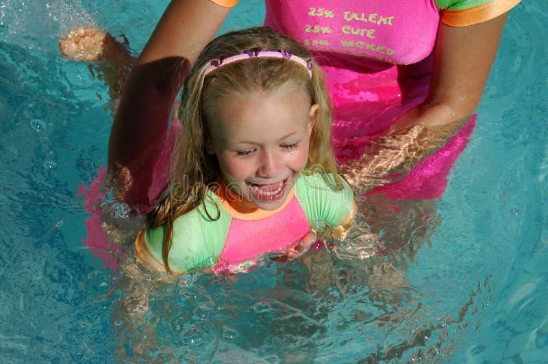Het zwemmen van het jonge geitje royalty-vrije stock foto's