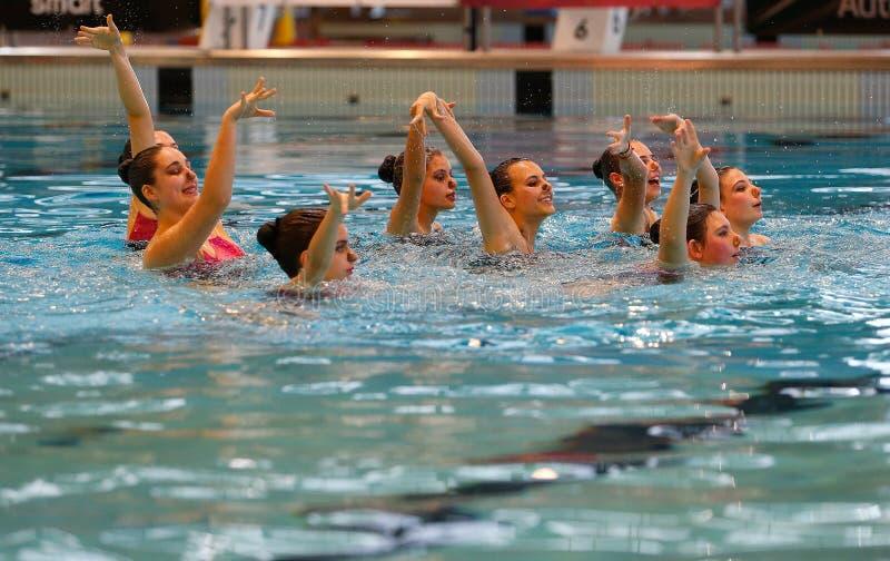 Het zwemmen van Mallorca lokale Gesynchroniseerde teampraktijk stock afbeeldingen