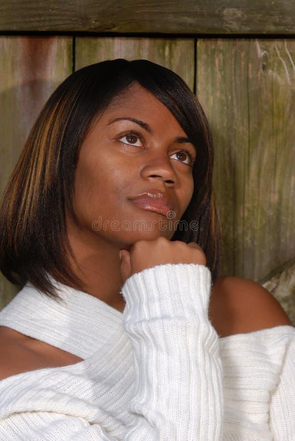 HetAmerikaanse vrouw denken stock foto's