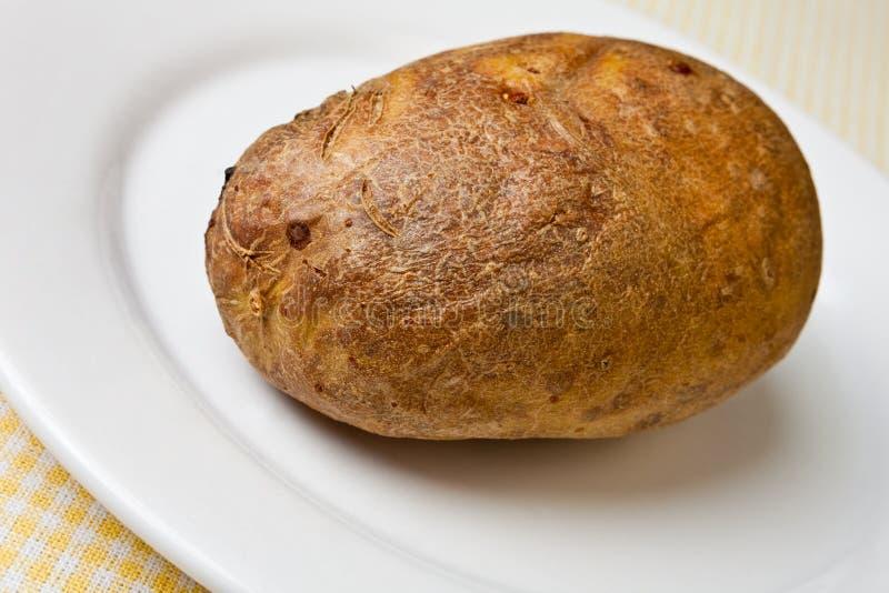 Hete en knapperige aardappel in de schil stock afbeeldingen