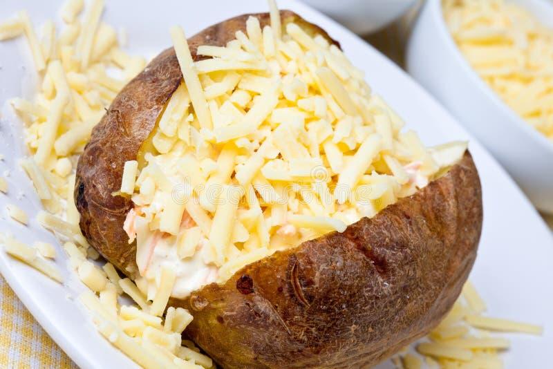 Hete en knapperige aardappel in de schil royalty-vrije stock foto
