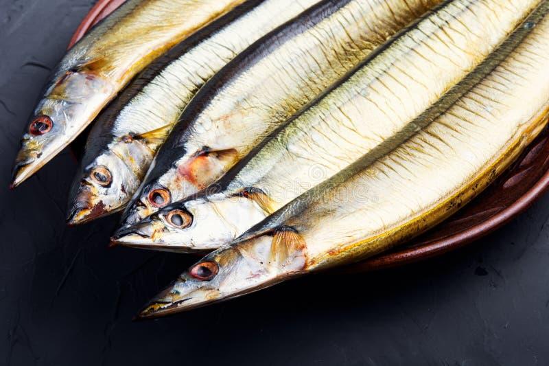 Hete gerookte vissen op plaat royalty-vrije stock foto