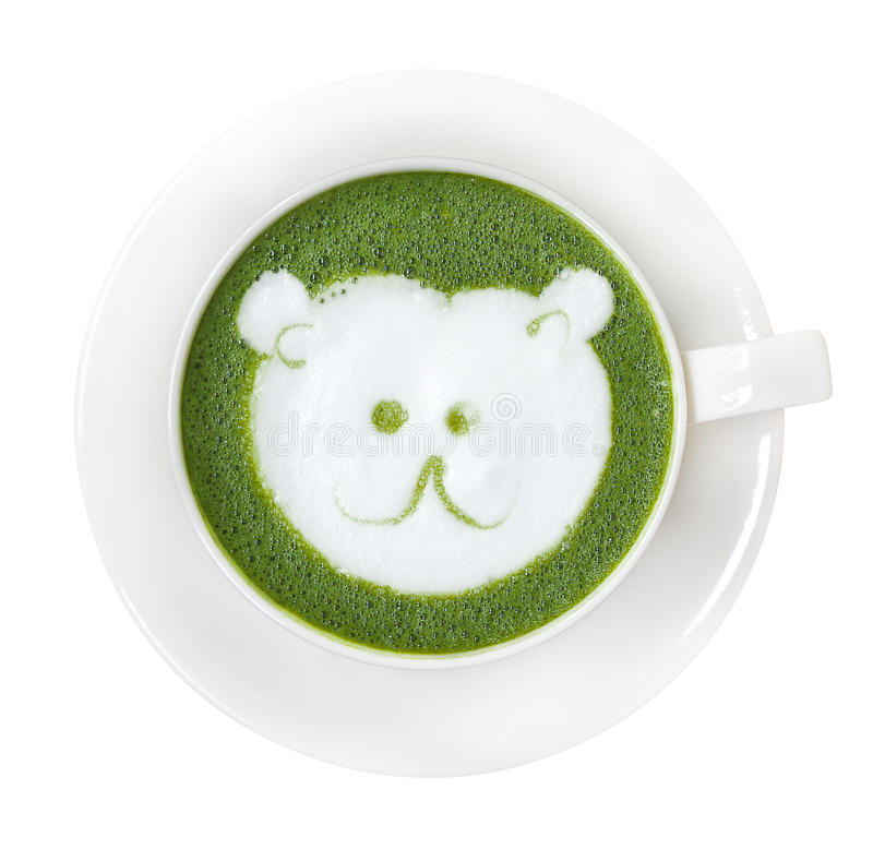 Hete groene theematcha latte vormt met de leuke melk FO van het ijsbeergezicht tot een kom stock foto