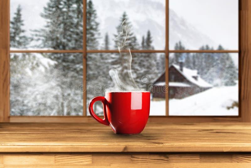 Hete koffie in de winter royalty-vrije stock afbeelding