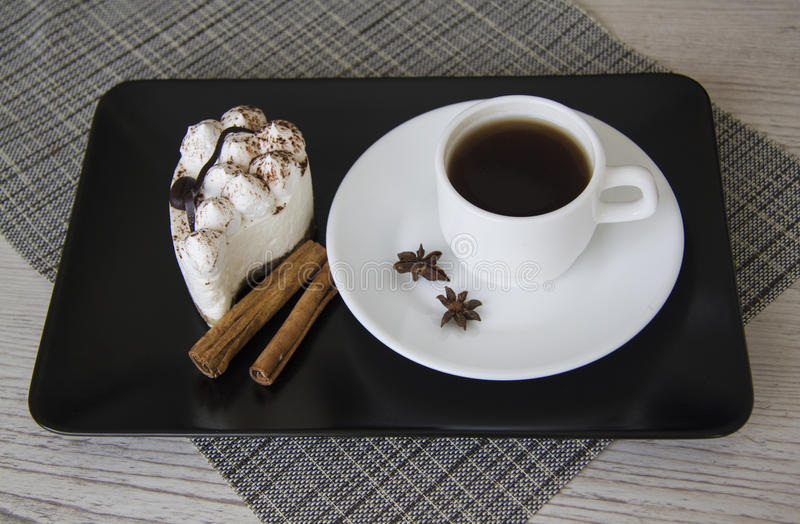 Hete koffie en tiramisu stock foto