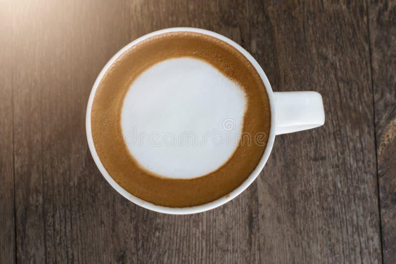 Hete koffie met schuimmelk royalty-vrije stock afbeeldingen