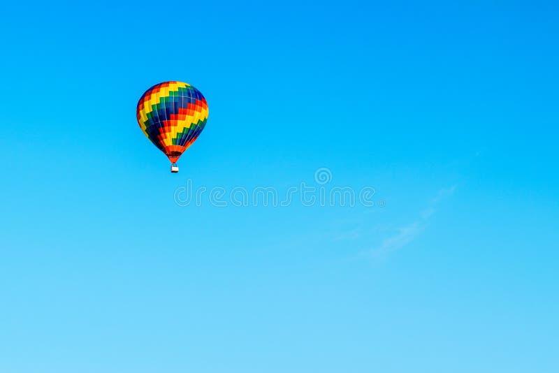 Hete Luchtballon het stijgen royalty-vrije stock foto