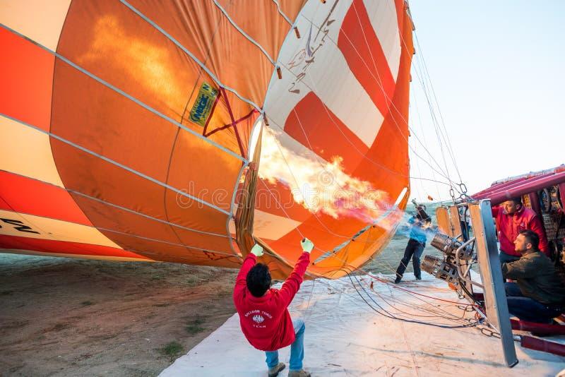 Hete luchtballon klaar voor start royalty-vrije stock afbeelding